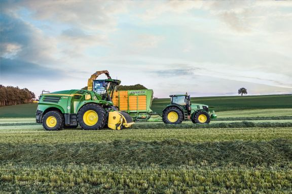 John Deere Updates Self-Propelled Foragers for 2020