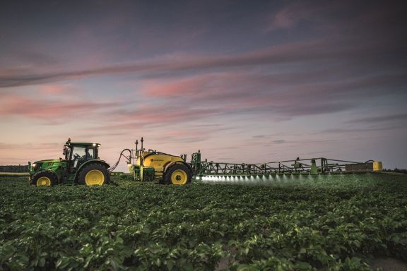 John Deere Introduces the New R700i Sprayer Range