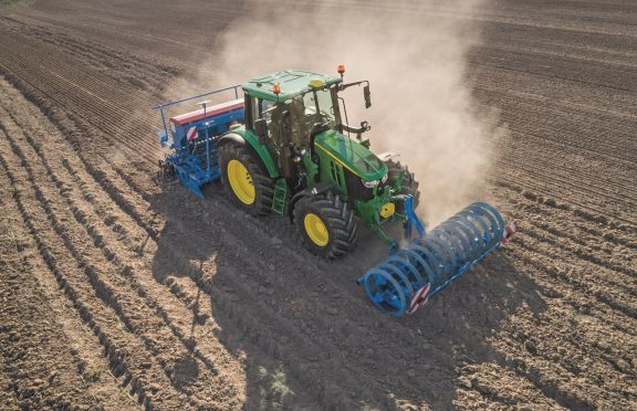 6M Tractors Go Stepless